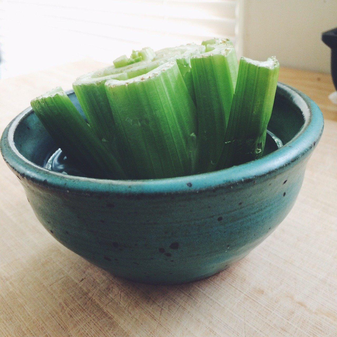 37 Kitchen Scraps You Can Regrow: Regrow Plants From Kitchen Scraps